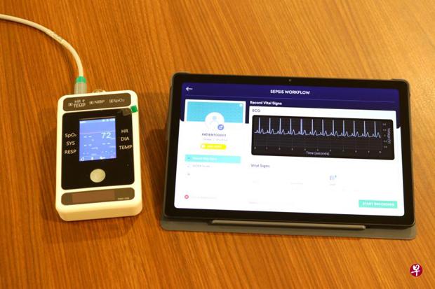 新加坡中央医院与杜克—国大医学院今年5月推出犹如手机般大小的仪器(左)以测量心率,把心率变异数据用于平板电脑内的新预算模式,可预测病患的败血症死亡风险。(新加坡中央医院提供)